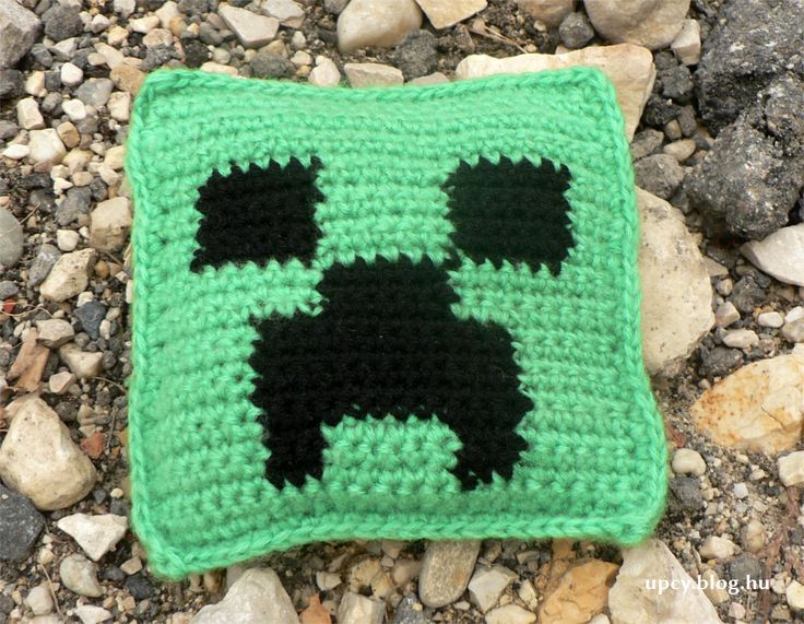 """Crochet minecraft """"beanbag"""" filled with cherry stone. Horgolt babzsák meggymaggal töltve. minecraft_crochet03.JPG"""