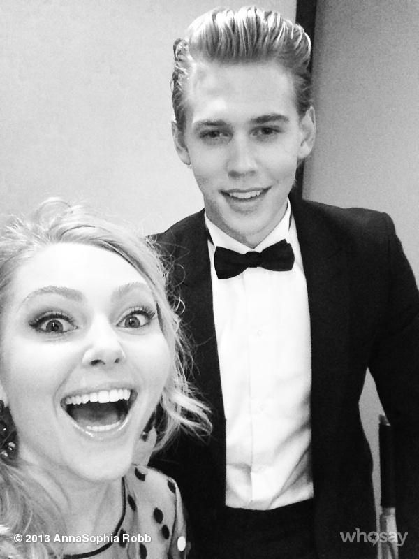 It makes me so sad to think that there'll never be any new episodes of The Carrie Diaries!!!