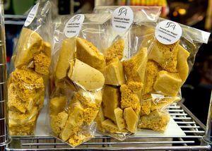 Confiserie Sweets On peut trouver les confiseries de Sweets par Magali à la Fromagerie Atwater, au Marché des saveurs du Québec au marché Jean-Talon, Au Cartet dans le Vieux-Montréal et à la Vieille Europe (boul. Saint-Laurent).