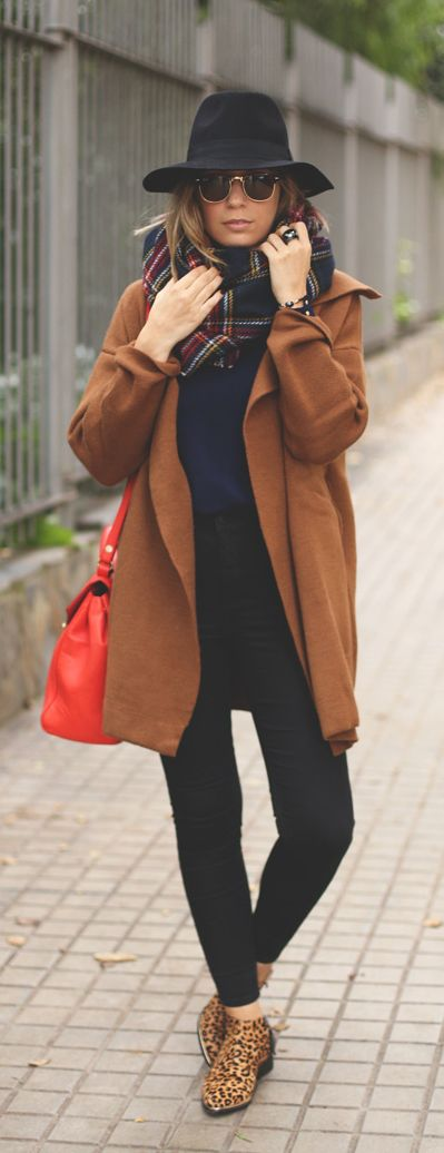 Priscila Betancort is wearing a brown coat from Sheinside, black jeans from Topshop, dark blue sweater and red bag from Zara, leopard print shoes from Senso, red scarf from Pull & Bear Bag and the hat is from Forever 21