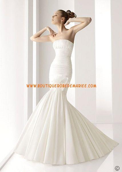 Robe de mariée sirène en taffetas sans bretelle garnie de fleur