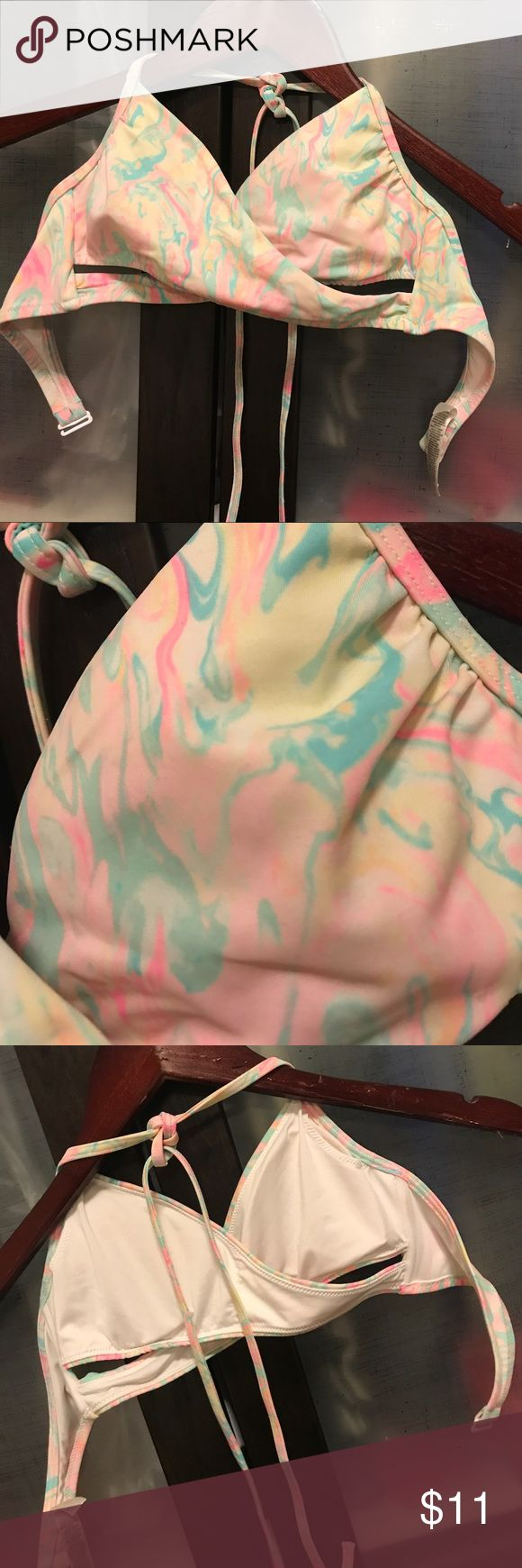 Victoria's Secret PINK crossed tie dye bikini top! This also comes with a free beauty/ skincare sample if you are within my first five orders!!This is a size small this is a super pretty tie dyed design bikini top  and this has been worn before the cut outs on the bottom are super flattering when on!!:) PINK Victoria's Secret Swim Bikinis