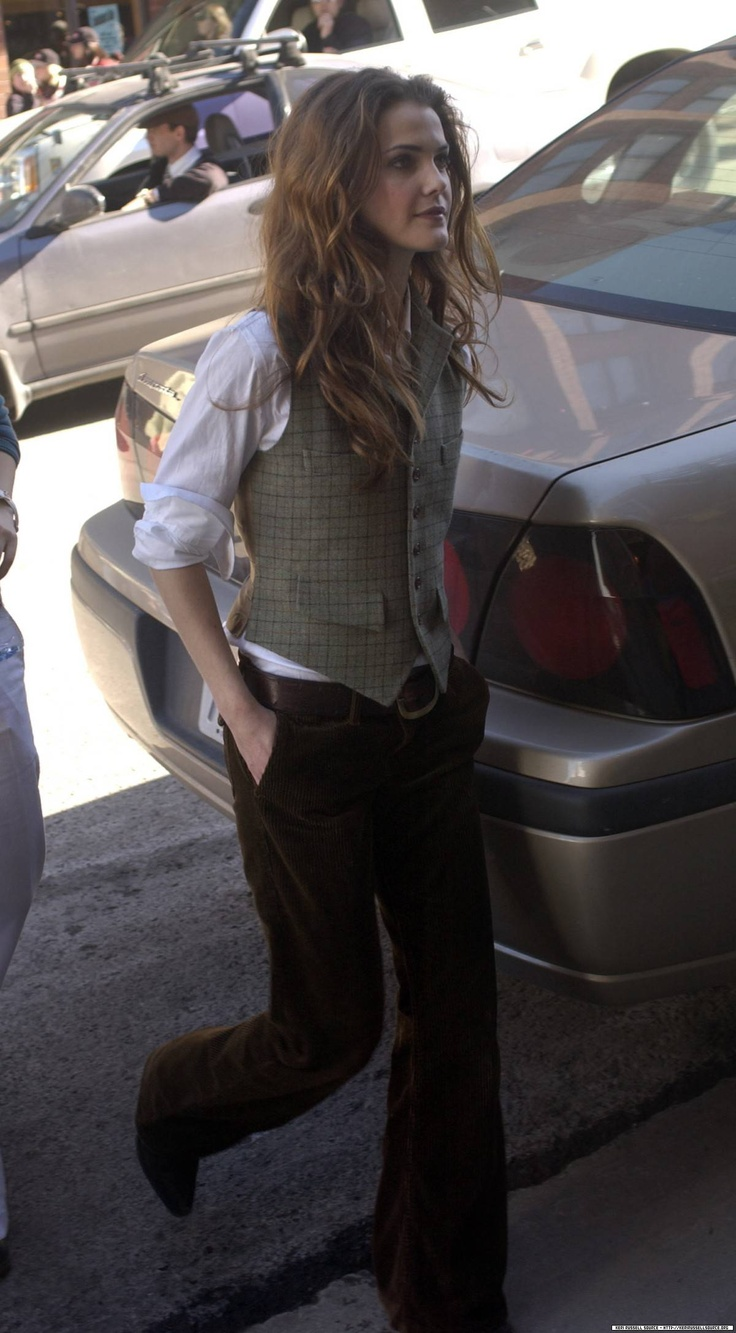 Keri Russell - blusa blanca y chaleco