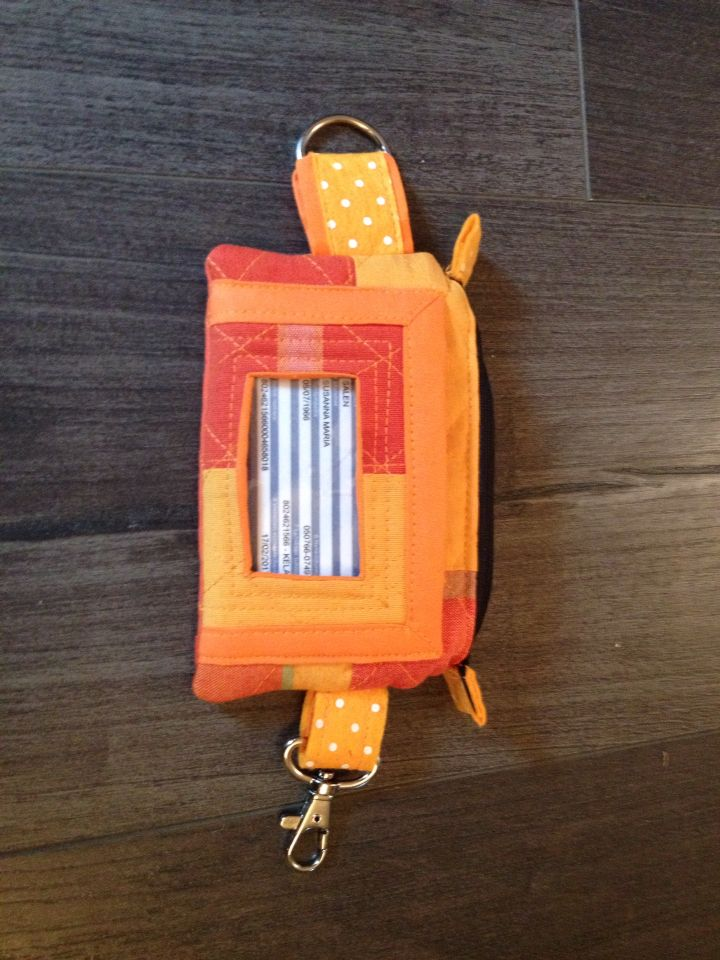 Orange purse for cell, card,keys and money. Made it yesteday, no tutorial.