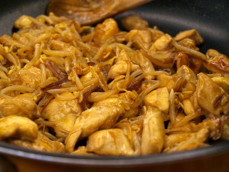 Bocconcini di pollo ai germogli di soia