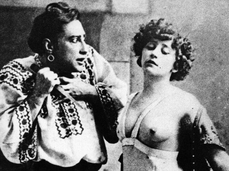 """L'actrice Colette en pleine représentation du mimodrame """"La Chair"""", écrit par Georges Wague, également son partenaire à la scène, en 1907. (©The bridgeman art library)"""