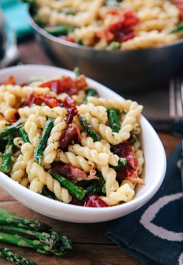 Asparagus Lemon Cream Pasta with Crispy Prosciutto by somethewiser #Pasta #Asparagus #Lemon #Prosciutto