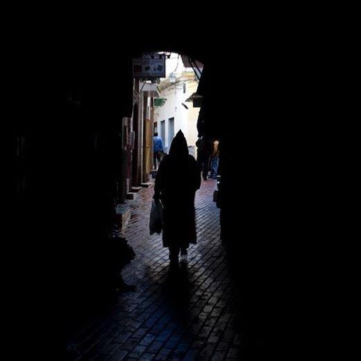 Callejones del barrio antiguo de Tánger. #arquitectura #mediterráneo #pepenavarro