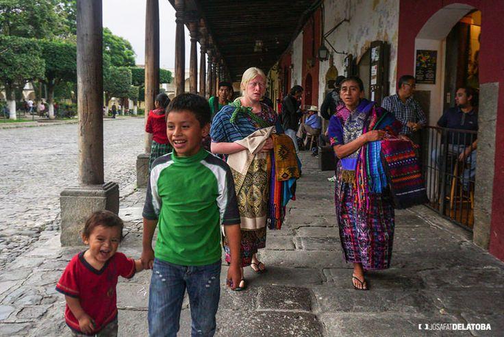 Native womens selling handicrafts #josafatdelatoba #cabophotographer #travels #guatemala #antiguaguatemala #landscapephotography #native #handicrafts