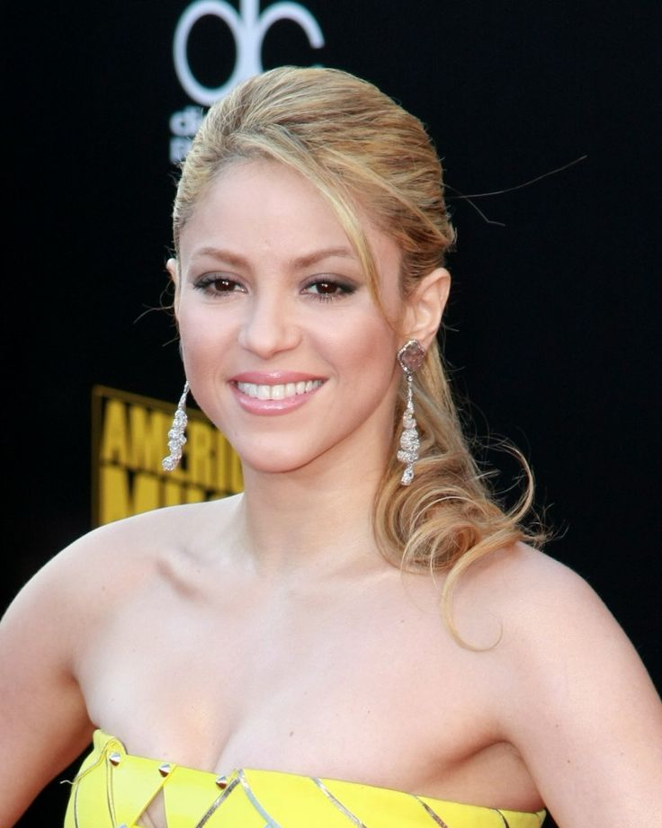 Top+10+Elegant+Celebrity+Hairstyles+of+2009Hair Ideas, Blondes Hairstyles, Fine Hairstyles, Long Hair, Shakira Hairstyles, Formal Hairstyles, Hair Style, Ponytail Hairstyles, Celebrities Hairstyles