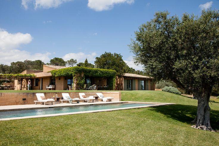"""IMG 3106. La """"Toscana catalana"""". ¡Por algo la llaman así! Nos lo recuerda desde el tono tierra del revoco de la fachada, el color típico de la arcilla de esta zona, hasta los tonos arena de suelos y paredes."""