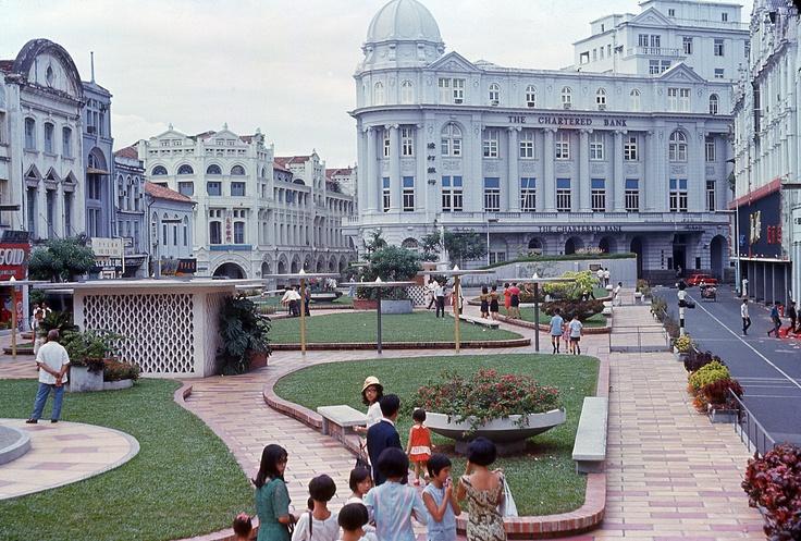 Raffles Place in 1966/67.   (via argentem's flickr @ http://m.flickr.com/#/photos/argentem/4000469334/)