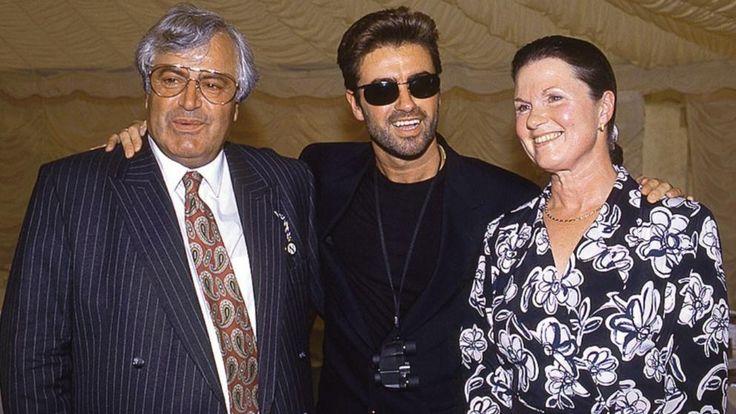 George Michael an seinem 30. Geburtstag mit seinem Vater Kyriacos (l.) und seiner Mutter Lesley