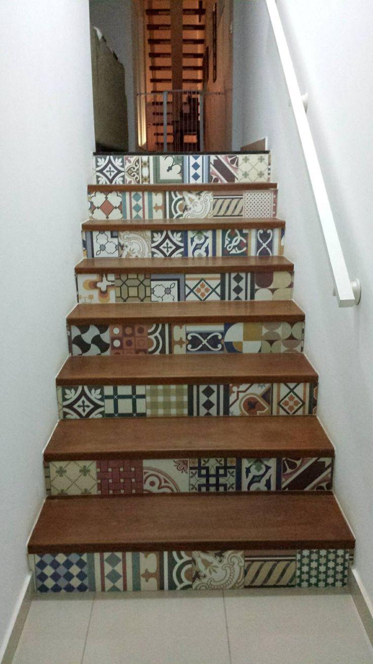 Escada revestida com ladrilho hidráulico !We love it!!