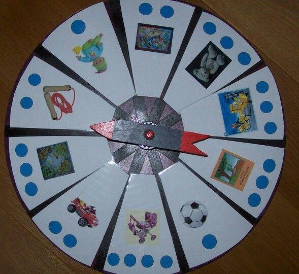 Draai aan de carrousel en klap het aantal lettergrepen. Thema speelgoed