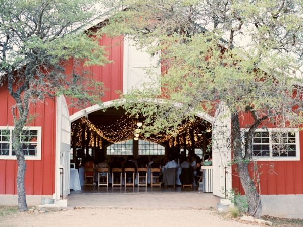 LOVE the big doors!!! Red Barn Texas Wedding Venue | photography by http://michelleboydphotography.com