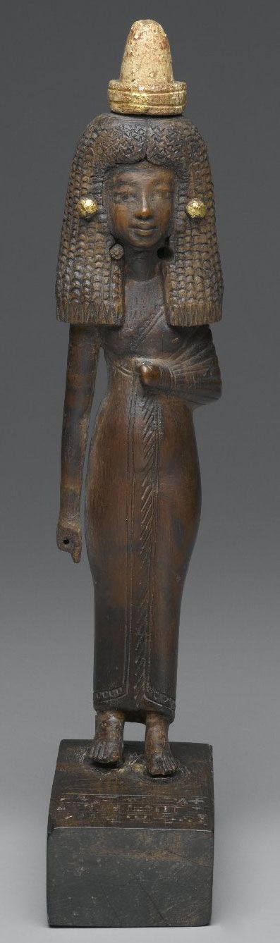 Standing Wood Gilded Statue of Lady Tuty Egypt ca. 1390-1352 B.C.E. Lady Tuty's statuette was discovered in a communal tomb at Medinet Gurob. The style of Tuty's sculpture is more traditional than a statue of Lady Mi also found at the tomb: the...