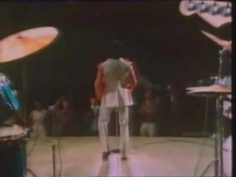 ▶ Faceoff:James Brown vs Michael Jackson - YouTube