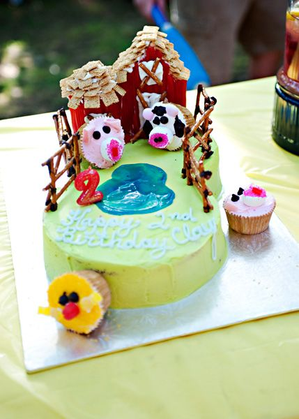 Barnyard Cake recipe - fun to make for a child's birthday party. Chocolate cake with delicious buttercream frosting. #cake #icing #kidfriendly