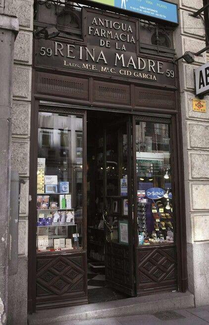 Farmacia de la Reina Madre, calle Mayor 59. Es el establecimiento más antiguo de Madrid, abrió sus puertas en 1578