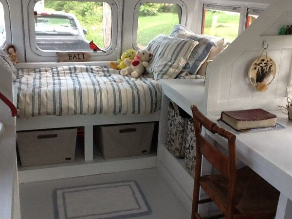 marshas short school bus to tiny cottage conversion 0004 600x450 Woman Turns School Bus into DIY Tiny Cottage on Wheels