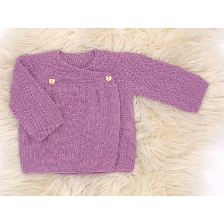 brassière vintage violine bébé tricotée à la main par nos mamies françaises en laine mérinos : brassière en laine cache-coeur pour une tenue chaude et chic