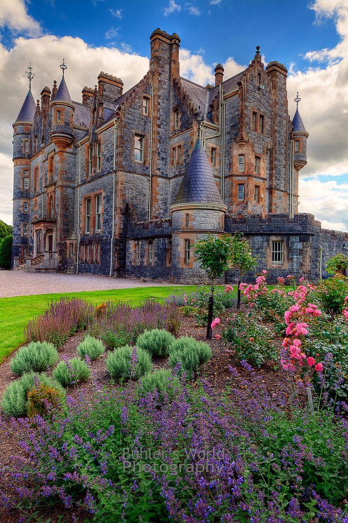 """""""Le château de Blarney (Irish: Caisleán na Blarnan). Est un bastion médiéval de Blarney, près de Cork, en Irlande, et la rivière Martin Le donjon a été construit par le MacCarthy de la dynastie Muskerry, une branche cadette des rois de Desmond, et les dates de 1446. le noté Blarney Stone est trouvée parmi les mâchicoulis du château """"."""