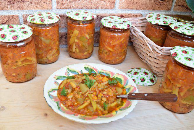 Retete Culinare - Tocana de dovlecei si fasole verde pentru iarnă