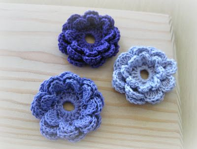 Crochet flowers - I love the little hole in the middle! That way you could attach a button to your beanie or hat and then just replace flowers or what-have-you at will.