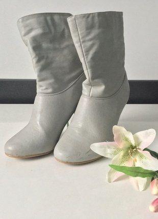 Kaufe meinen Artikel bei #Kleiderkreisel http://www.kleiderkreisel.de/damenschuhe/stiefeletten/143524611-graue-stiefeletten-mit-absatz-in-36