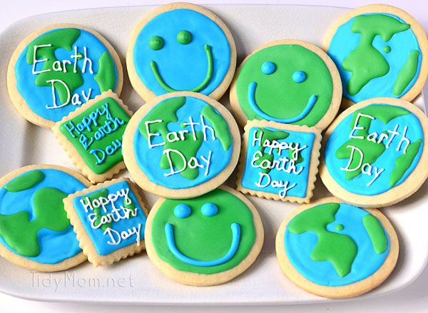 Earth Day Cookies at TidyMom.net: Earth Day Food Crafts, Earth Cookies, Earth Day Recipe, Earth Day Cookies, Tummy Desserts, Earth Cupcake, Cookies Decoration, Cookies Inspiration, Earthday