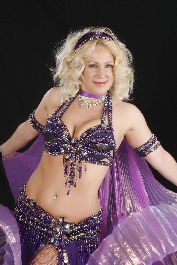 Traditional sexy belly dancing 7