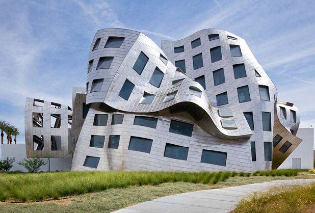 En la actualidad, la arquitectura vanguardista ha llegado a los hospitales y clínicas alrededor del mundo.   Clínica de Salud Mental Lou Ruvo - Las Vegas USA - Arquitecto Frank Gehry