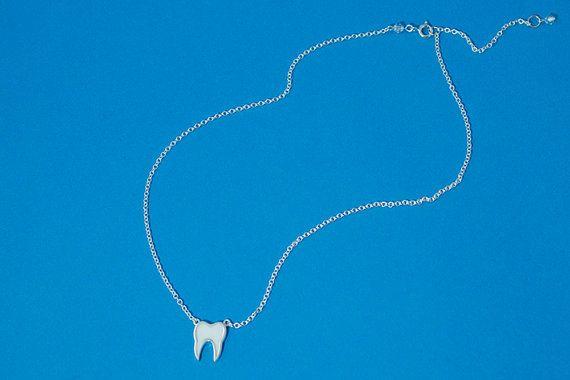 Kleine emaille stijl tand ketting op korte door PeggyBeardShop