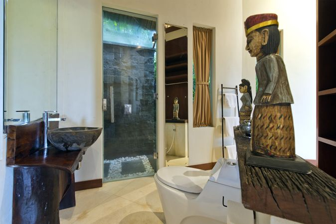 Dewi Kunti Bedroom 2 Ensuite Bathroom