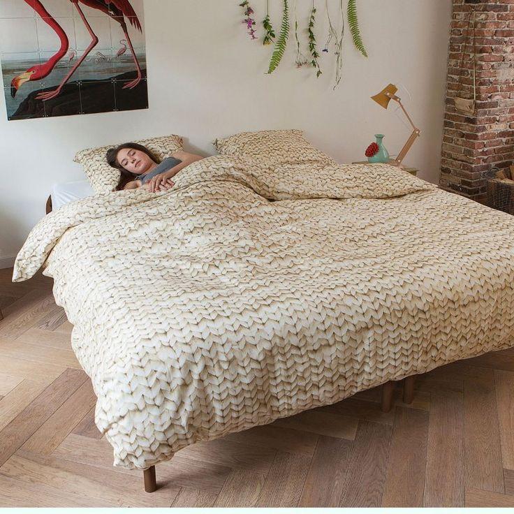 Twirre Beige fra Snurk. Den og mange andre flotte design finner dere på vår nettbutikk: http://www.sengemakeriet.com/webshop.aspx?pageid=78949&catId=23155&groupId=27825&Product=112306#products