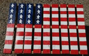 Such a simple project that will cost you hardly anything at all!  Step by step directions included with lots of photos.  Make your own American Flag from a pallet!