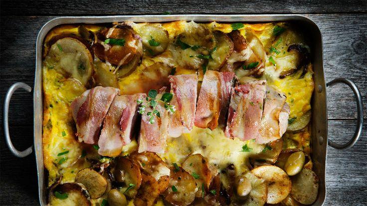 Saftig baconsurret svinefilet med spansk omelett - Godt.no - Finn noe godt å spise