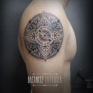 tatouage carte et boussole recherche google mes envies tatoo pinterest search and google. Black Bedroom Furniture Sets. Home Design Ideas