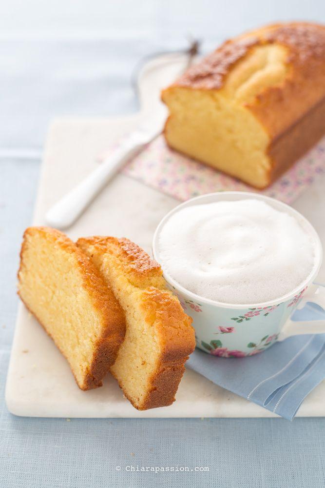 Il plumcake allo yogurt è la ricetta perfetta per una sana e golosa colazione, è morbidissimo, umido e delicato, la giusta nota dolce per iniziare la giornata con semplicità. Grazie a questa ricetta riuscirete a fare in casa un plumcake dal sapore e dalla consistenza uguale a quella dei mini plumca