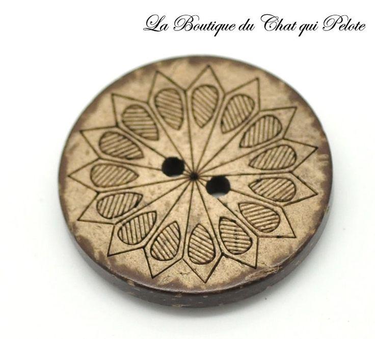 1 bouton en bois de coco gravé 28 mm - #BOUT155