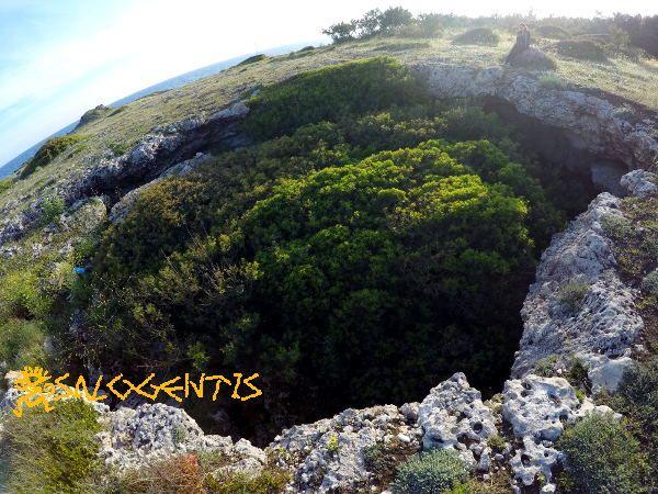 Grotta Grande di Castiglione, la spunnulata più grande presente tra la zona di litorale compresa tra Torre Castiglione e Torre Lapillo, a Porto Cesareo.
