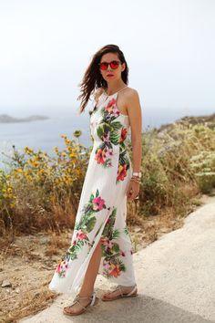 #fashion #fashionista @Irene Hoffman Colzi vestito lungo bianco con fiori occhiali spektre look casual (7)