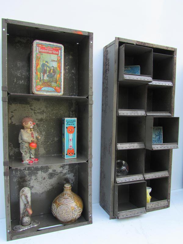 Vintage industrial metal storage drawers display, military green, industriele metalen bakken
