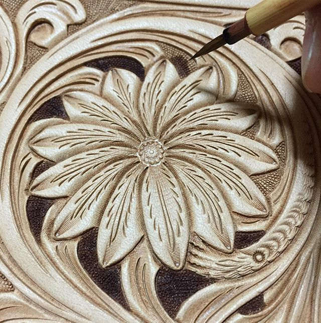 #leathercarving #leatherwork #leathercraft #leathergoods #floraldesign #レザークラフト…