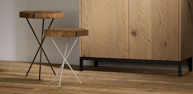 Tavolini e sgabelli in legno