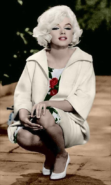 """( 2015 † IN MEMORY OF ) † MARILYN MONROE (Norma Jeane Mortenson) 5' 5½"""" - 118 lbs 35-22-35 - Born: Tuesday, June 01, 1926, Los Angeles, California, USA (aged of 36) Died: Sunday, August 05, 1962, Brentwood, Los Angeles, California, USA. Cause of death; (accidental prescription drug overdose) """"Marilyn Monroe In Her Last Unfinished Movie  *Something's Got To Give* 1962."""""""
