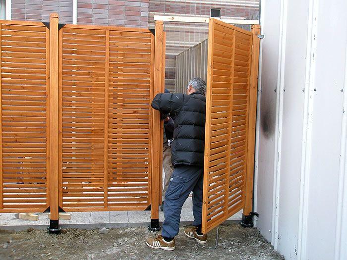 No 017 目隠し 出入りも可能にした扉付きのルーバーラティス設置例