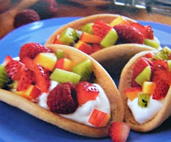 sugar cookie tacos with fruit.  Great idea for a Mexican Themed Party/dinner