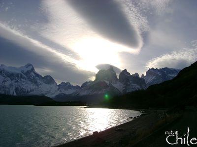 TOUR DE DíA COMPLETO A TORRES DEL PAINE Visitar la Patagonia sin recorrer las Torres del Paine es casi un pecado. Desde las 8:00 horas esta excursión emprenderá el rumbo desde su lugar de alojamiento en Puerto Natales hacia el Parque Nacional Torres del Paine..